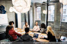 entreprise-reunion-travail-collaborateurs-ordinateur-transformation-digitale